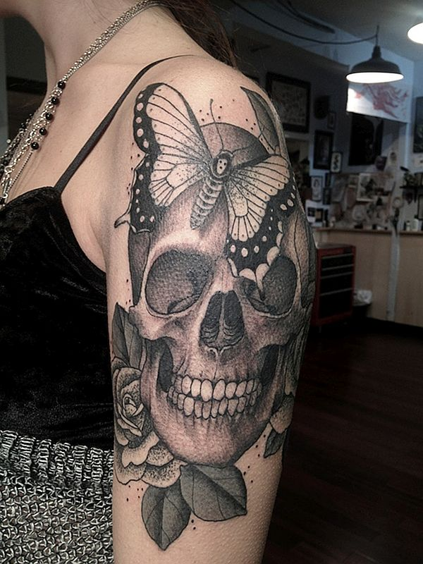 skull  tattoos in black and gray