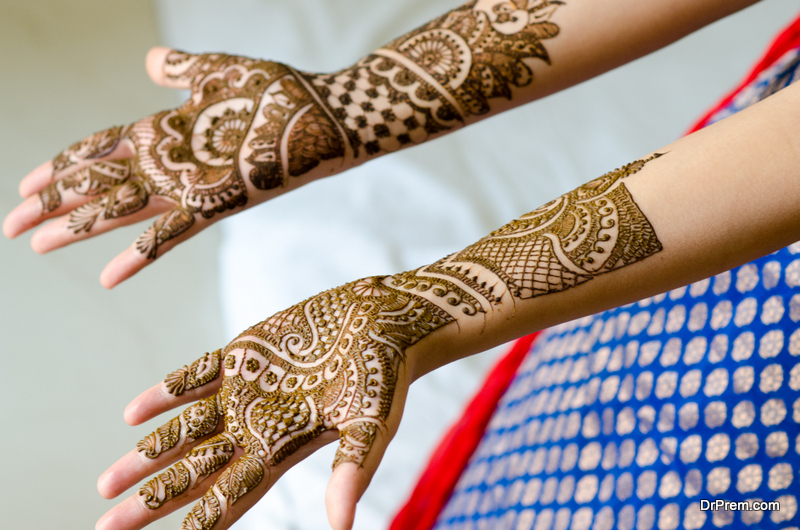 Temporary henna design tattoos